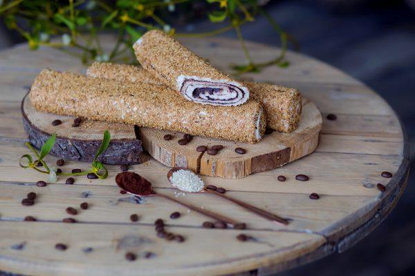 Susuktas lukumas su kakava, padengtas sezamų sėklomis (200 gr.)